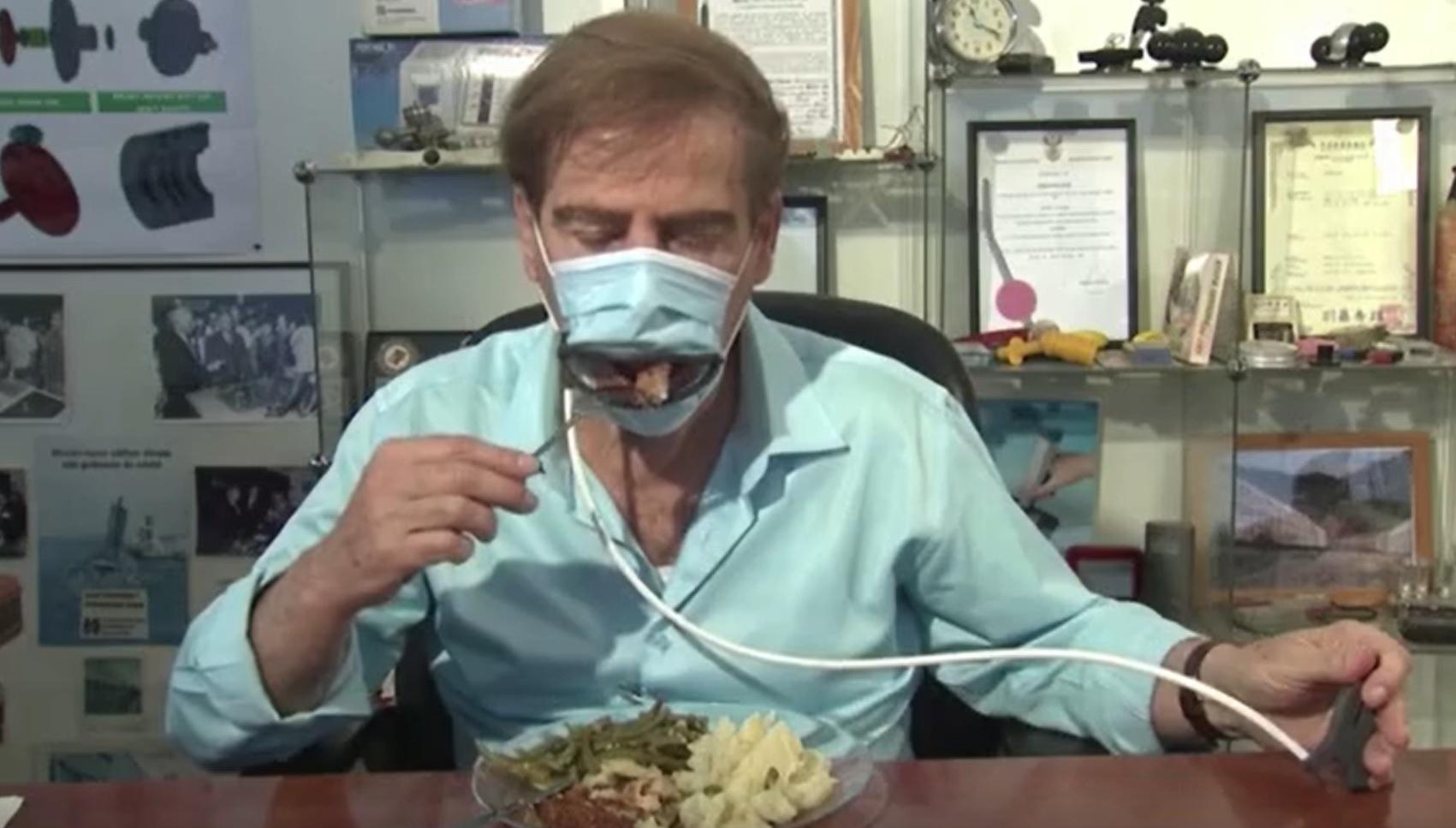 Éttermi étkezéshez fejlesztették ki a nyitható szájmaszkot