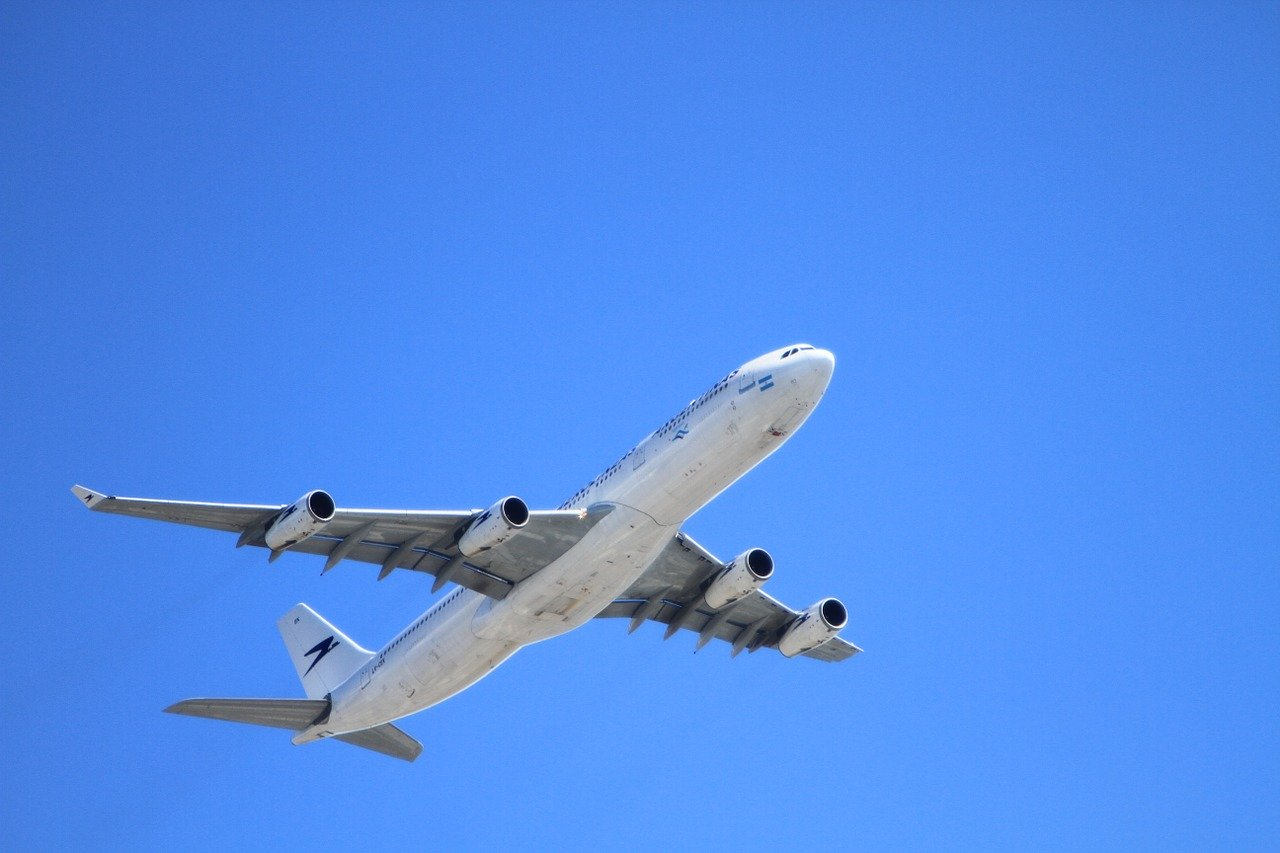 Átrepülhetnek Szaúd-Arábián az Izrael és az Egyesült Arab Emírségek között közlekedő repülők