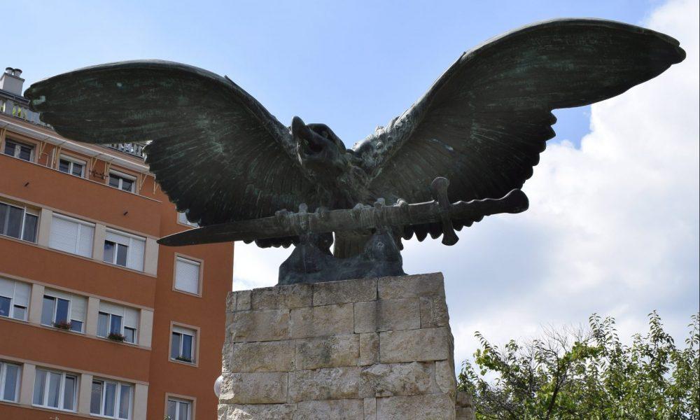 Összetett jelkép – mi lesz végül a hegyvidéki Turul-szoborral?