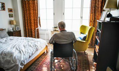 nyugdíjas, idős ember, segély, kerekesszék